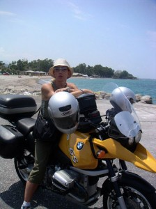 una delle cose meno femminili che mi sono rimaste è senza dubbio la moto...